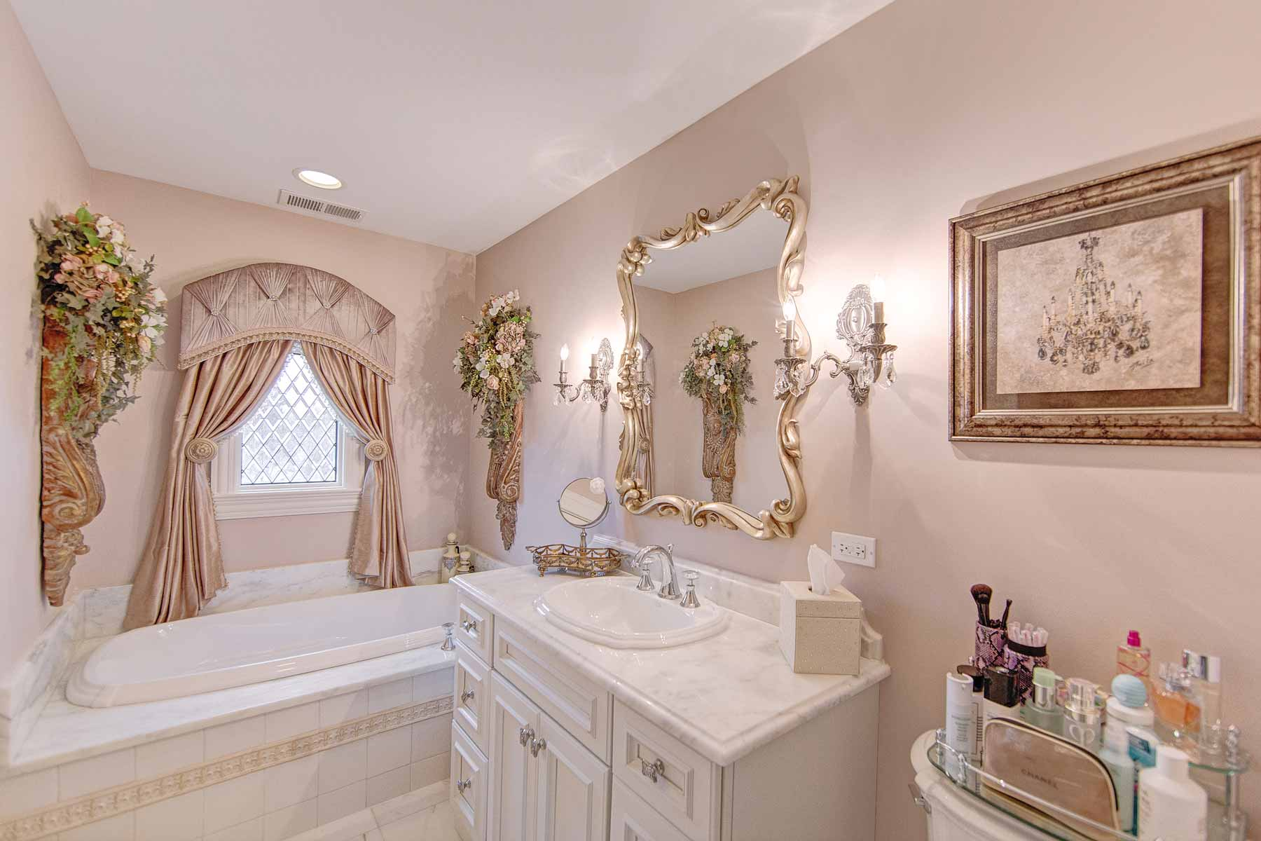Girls luxury bathroom interior design for Bathroom photos of ladies