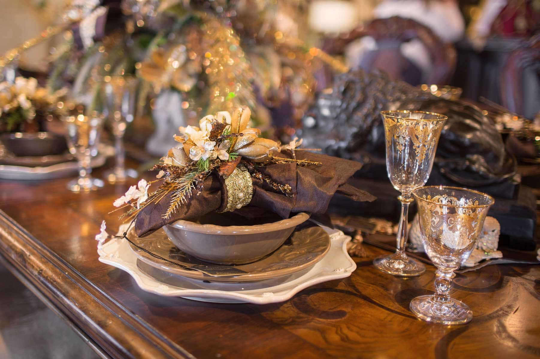 Unique Holiday Tablesetting And Tablescapes 2
