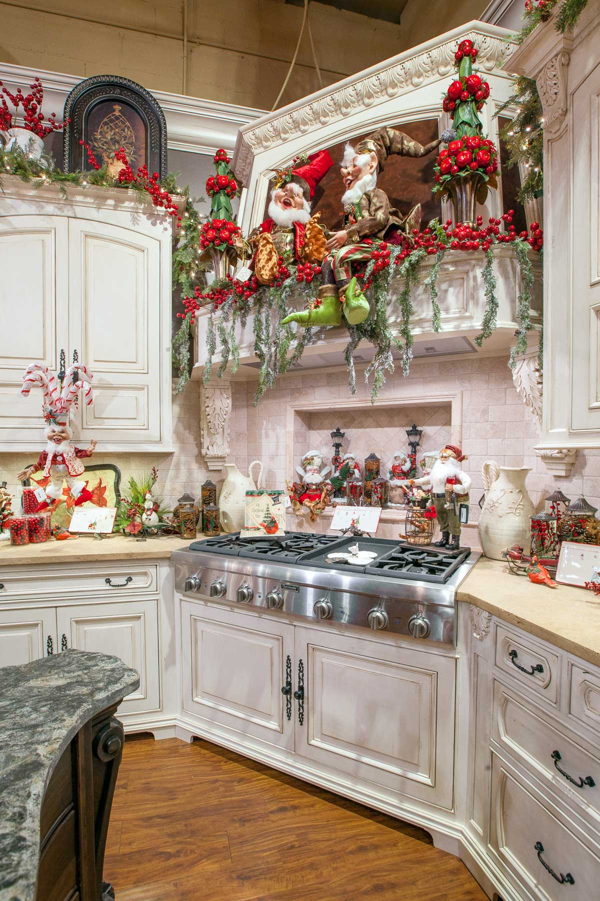 Christmas home decor linly designs for Decorative kitchens