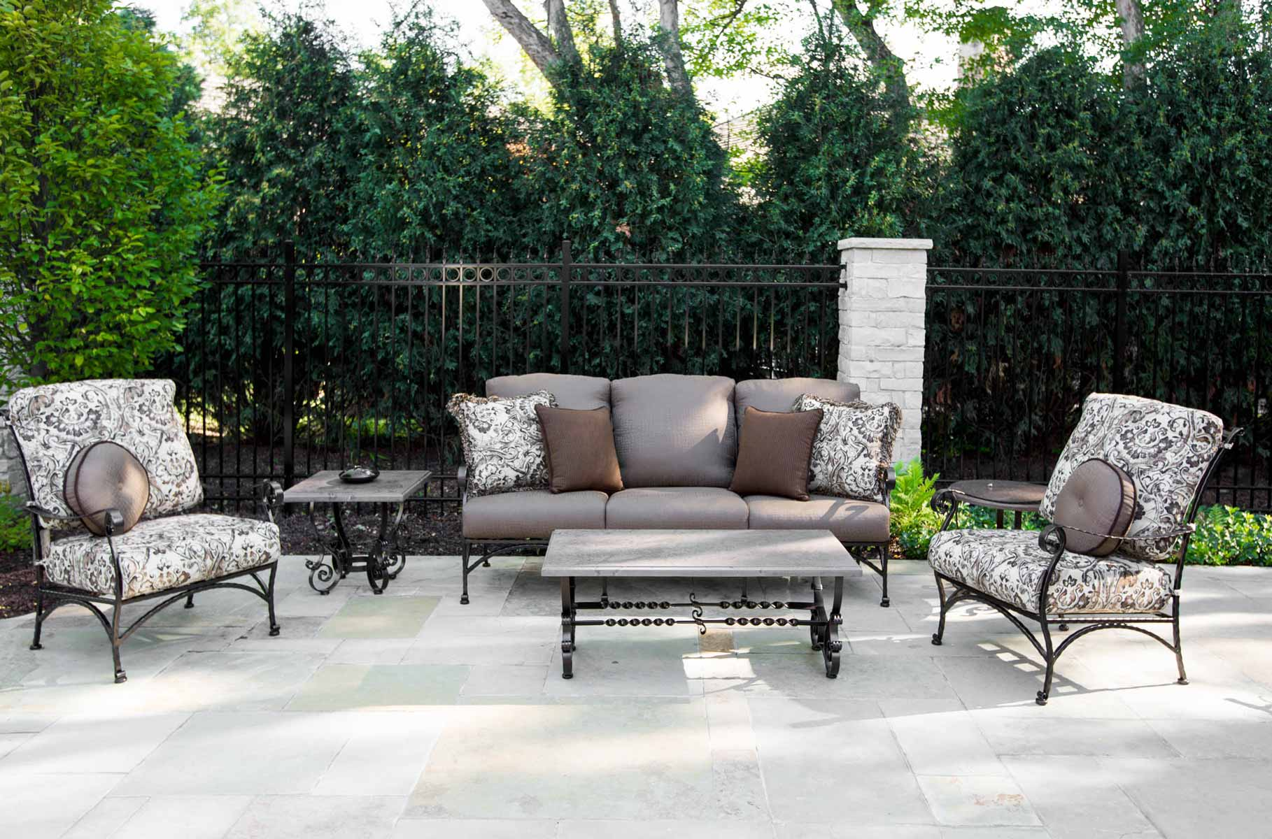 Luxury outdoor furniture owlee for Exterior furniture