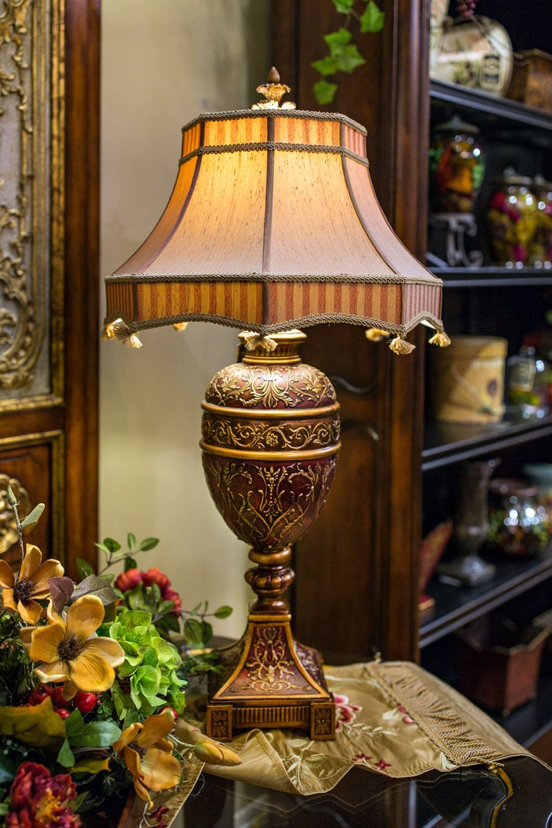 Burgundy-Gold-Fine-art-Table-Lamp