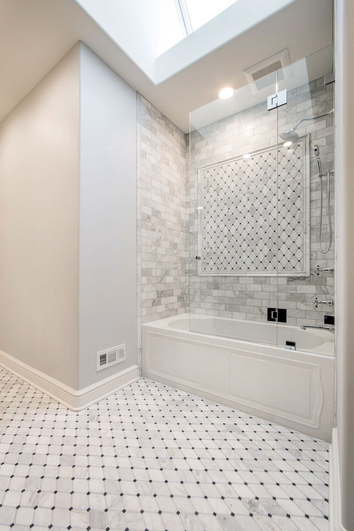 Traditional Luxury Jack And Jill Bathroom Remodel – Linly Designs