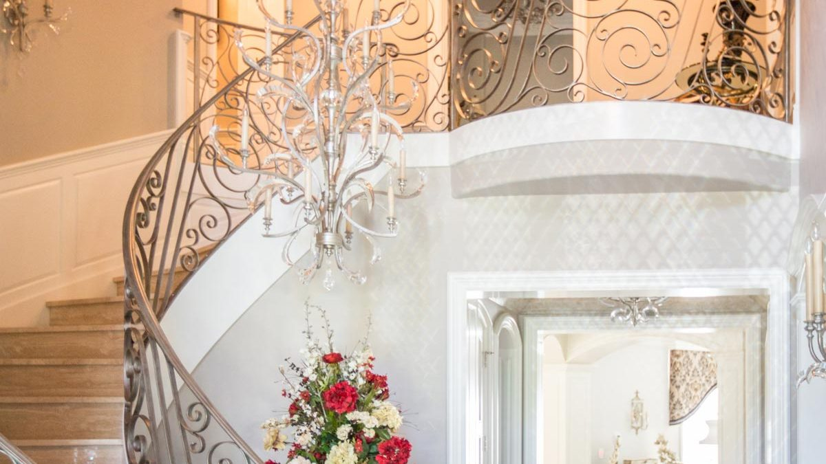 Luxury Home Foyer Decor and Furniture 3