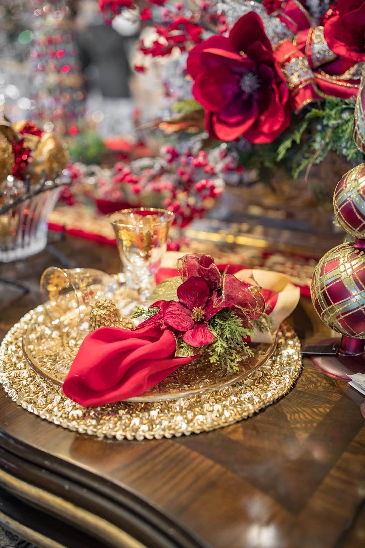 Traditional Christmas Table Setting 3