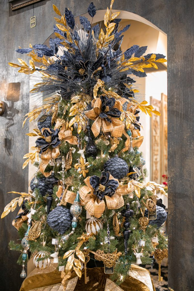 Luxury Christmas Tree Decorating - Linly Designs