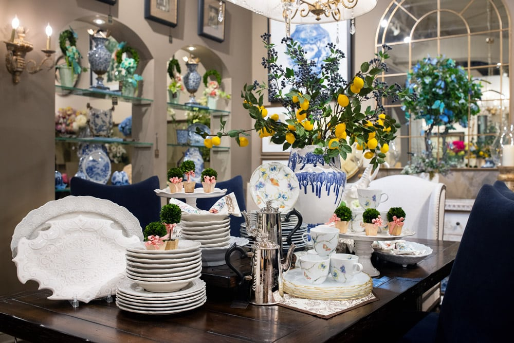 Spring-white-and-blue-dining-room-setting-with-luxury-dinnerware