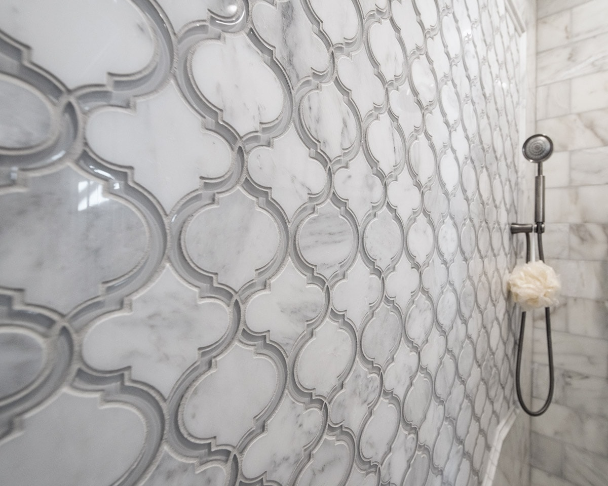 White-and-Grey-Marble-Walkin-In-Shower-Luxury-Tile-Design-and-Pattern