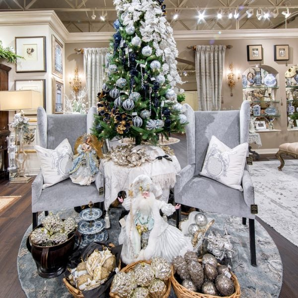 Luxury White and Blue Christmas Theme Tree Decorating Ideas