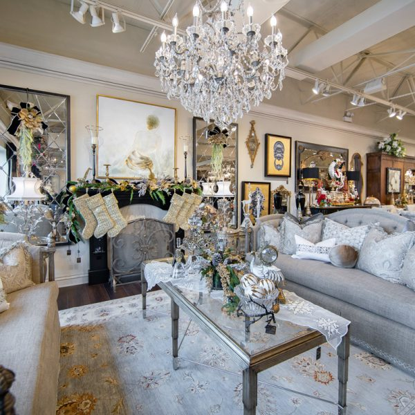 White and Gold Luxury Christmas Living Room Decorating Ideas